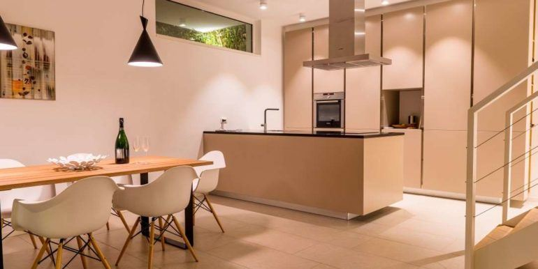 3Equipped kitchen with dining room
