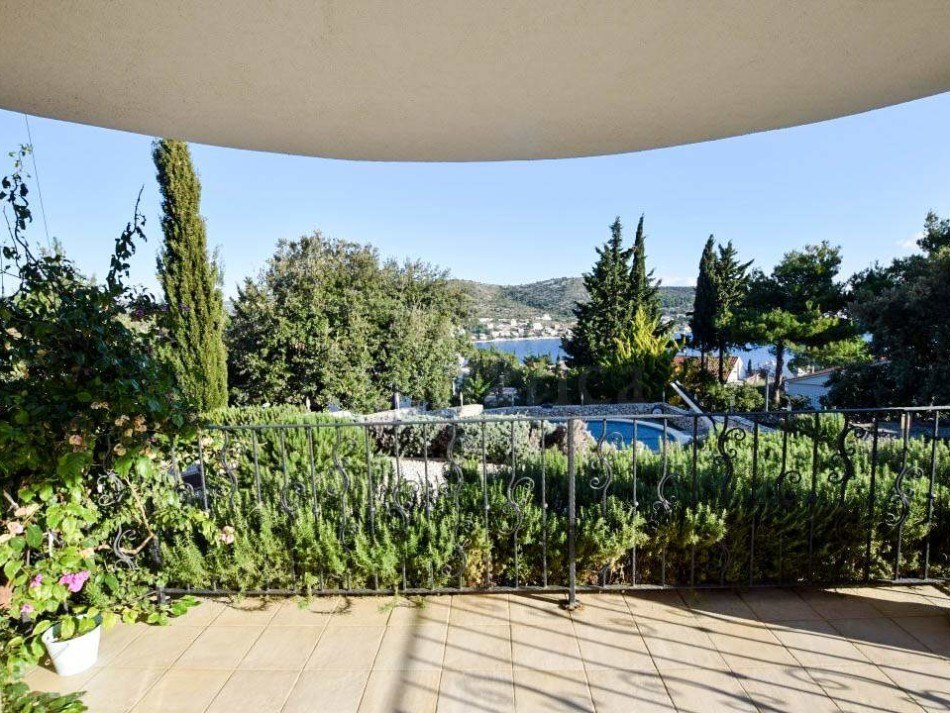 Luxury apartment in a modern villa with a swimming pool, Rogoznica